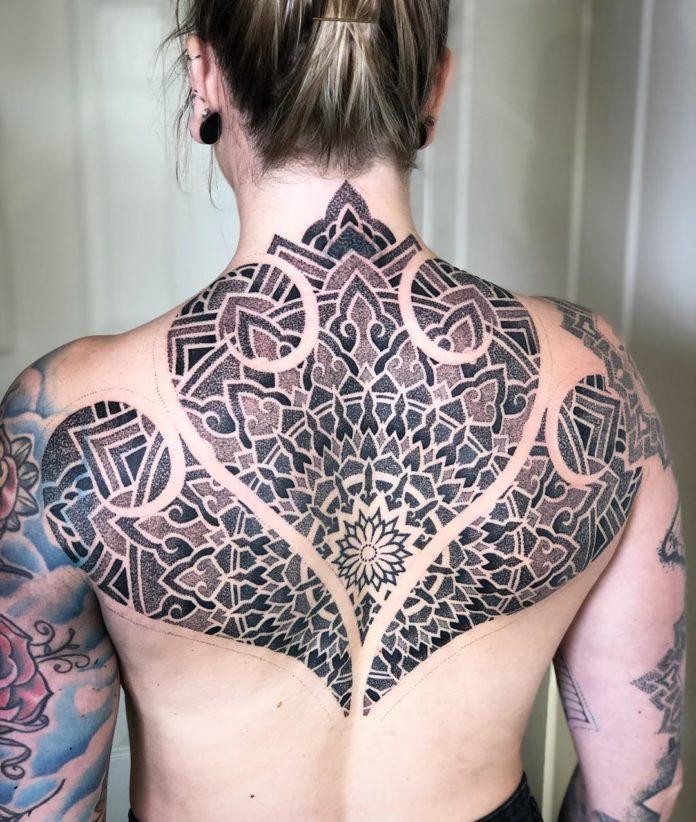 76 11 - 100 Magnifiques Tatouages Dos pour Femme
