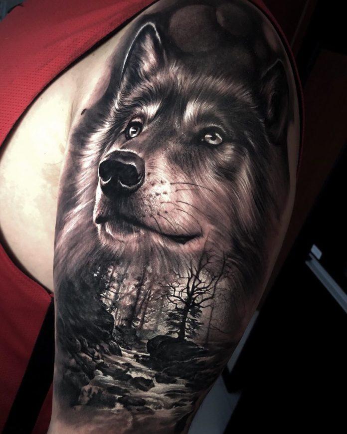 Composition de tatouage de tête de Loup + Ruisseau sur l'épaule