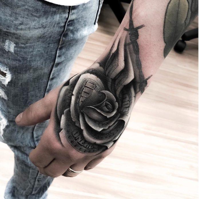 Tatouage d'une rose en dollar
