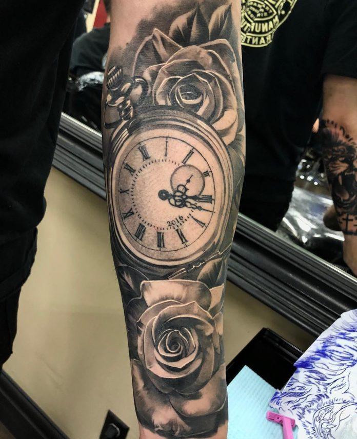 81 - 100 Tatouages d'Horloge pour Homme
