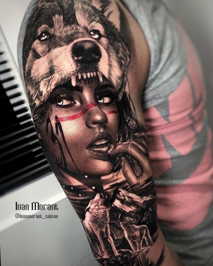 Tatouage de Loup rugissant avec une femme indienne sur l'épaule