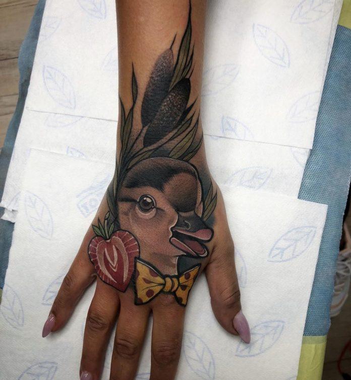 87 5 - 100 Impressionants Tatouages sur la Main pour Femme