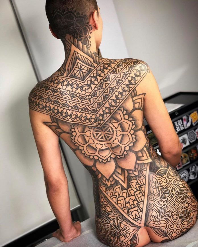 90 10 - 100 Magnifiques Tatouages Dos pour Femme