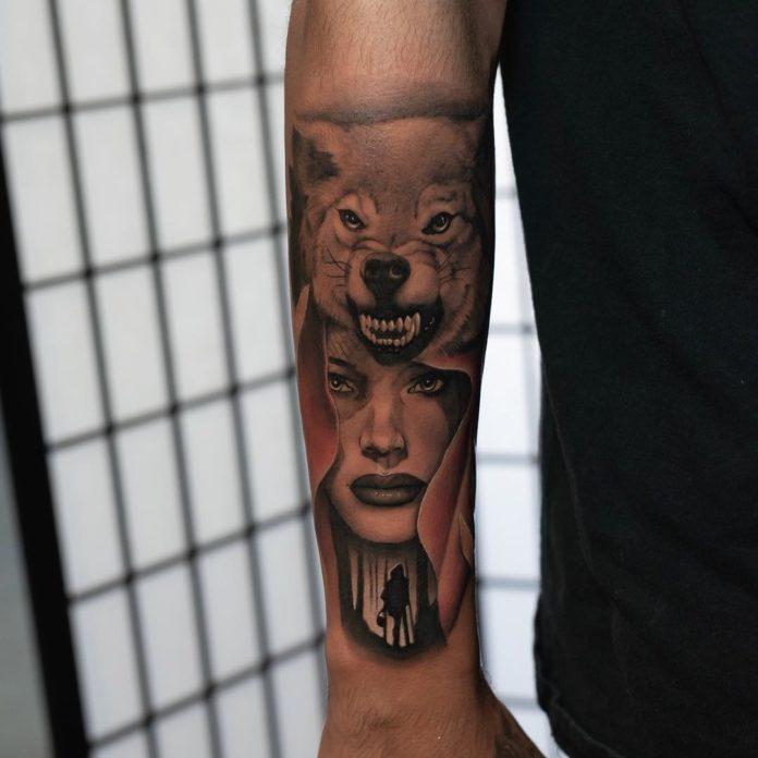 Tatouage de tête de Loup enragé avec le petit chaperon rouge sur avant bras