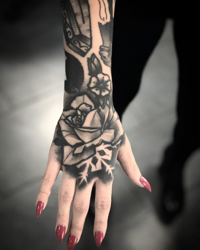 94 6 - 100 Impressionants Tatouages sur la Main pour Femme