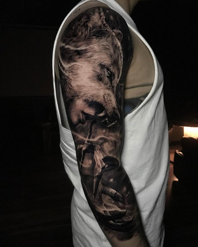 Tatouage de profil de femme avec un loup sur la tête et d'une ballerine