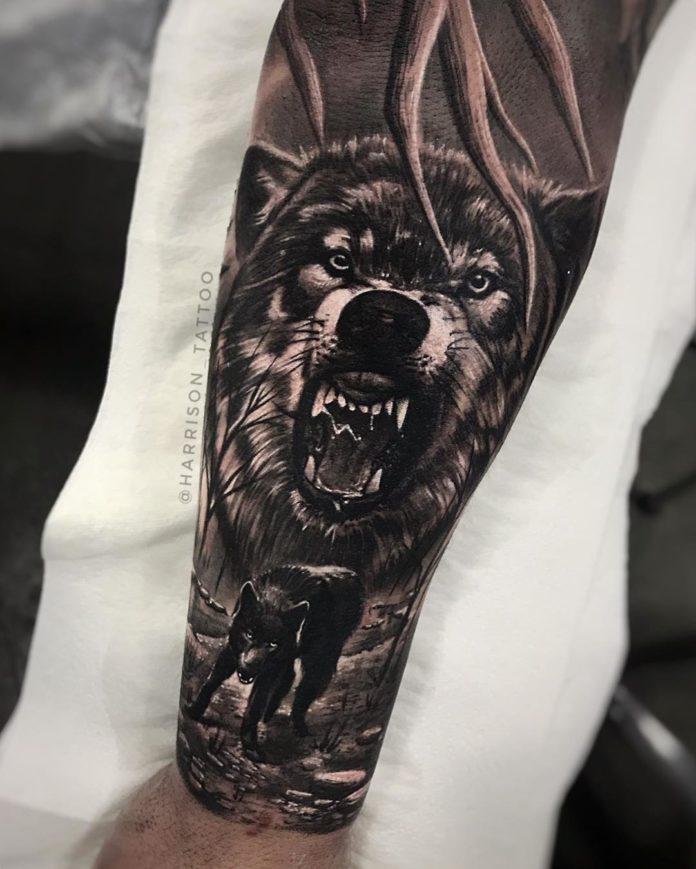 Tatouage d'un méchant Loup enragé sur avant bras
