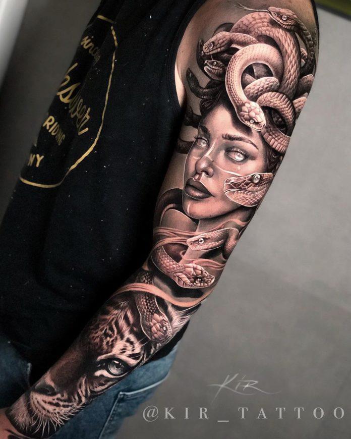 Tatouage très réussi d'une femme + Serpents + Tête de tigre