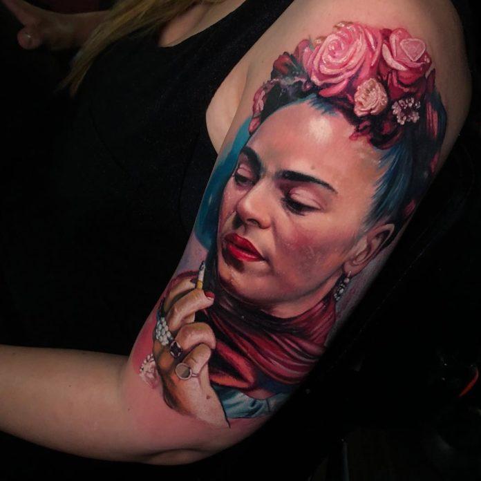 Tatouage en couleur de Frida Kahlo