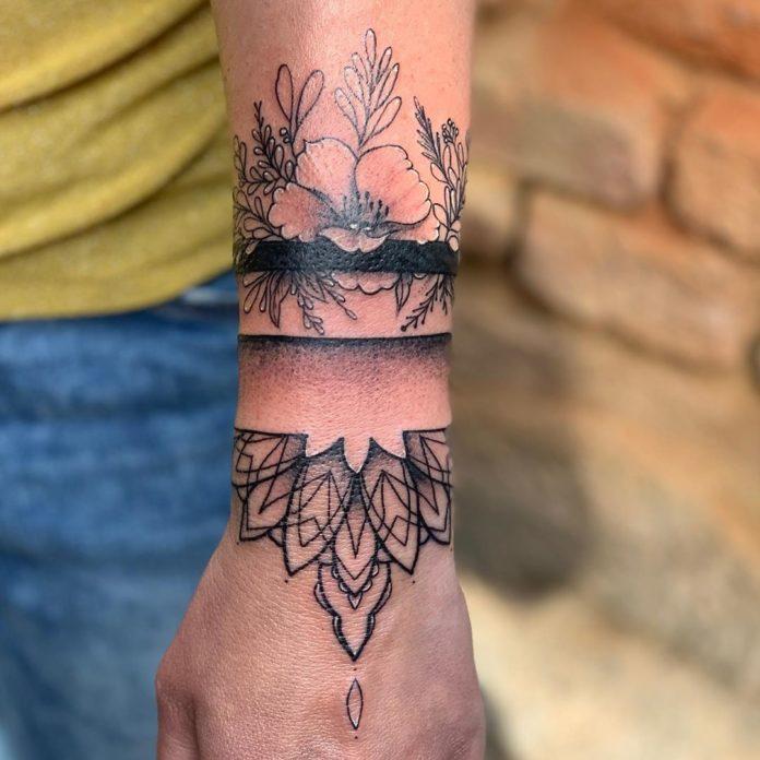 100 7 - 100 idées de Tatouages Bracelet pour Femme