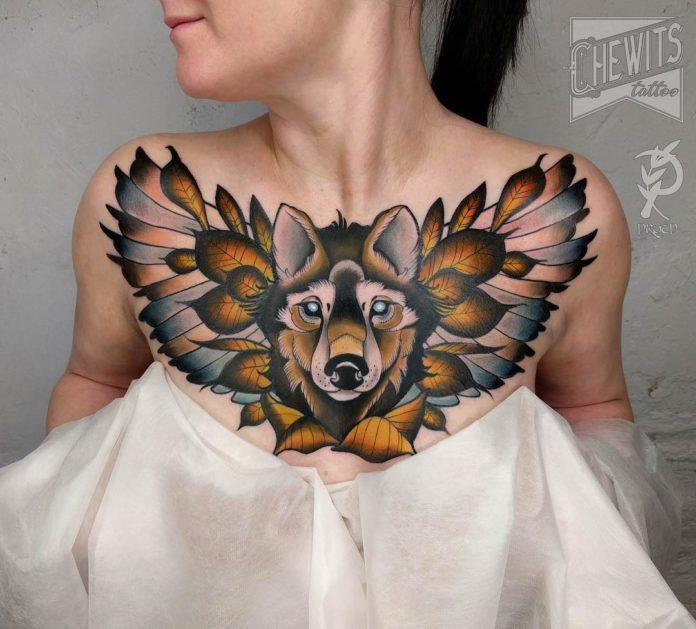 Tatouage de tête de loup avec des ailes et feuilles