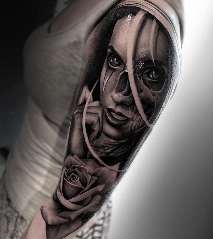 Tatouage de visage de femme à moitié mort
