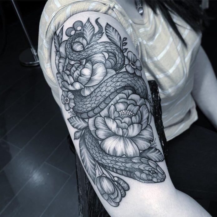 Tatouage de serpent + Fleurs