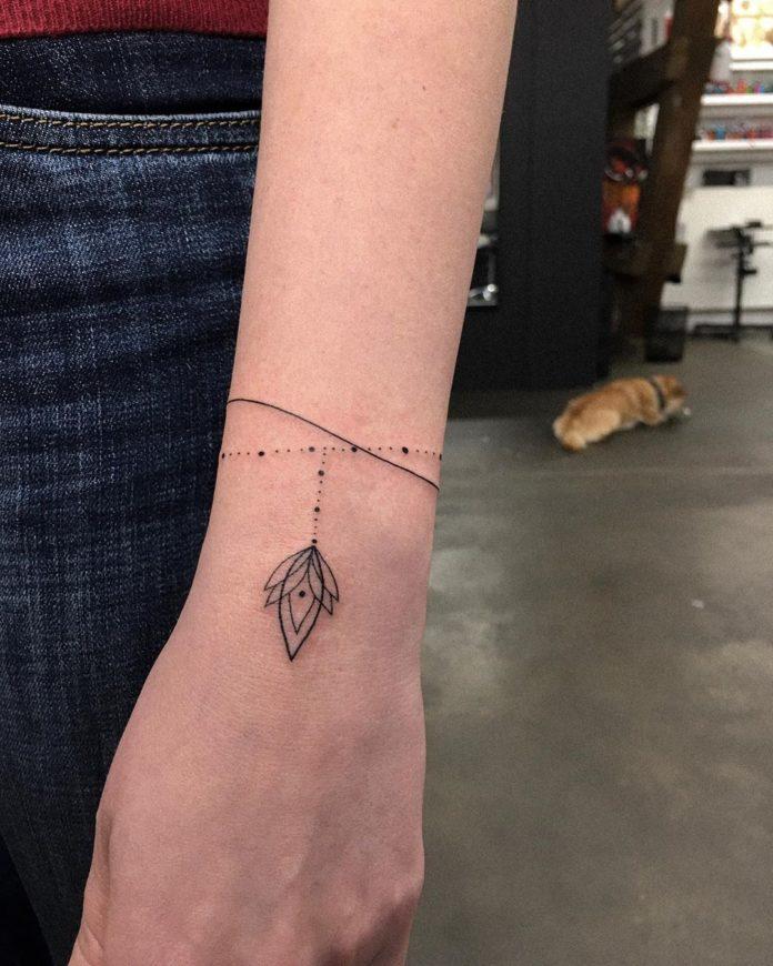 24 7 - 100 idées de Tatouages Bracelet pour Femme