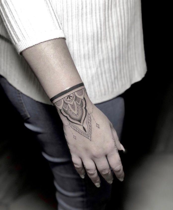 26 7 - 100 idées de Tatouages Bracelet pour Femme