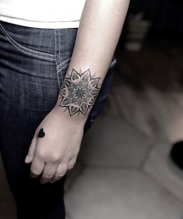 27 7 - 100 idées de Tatouages Bracelet pour Femme