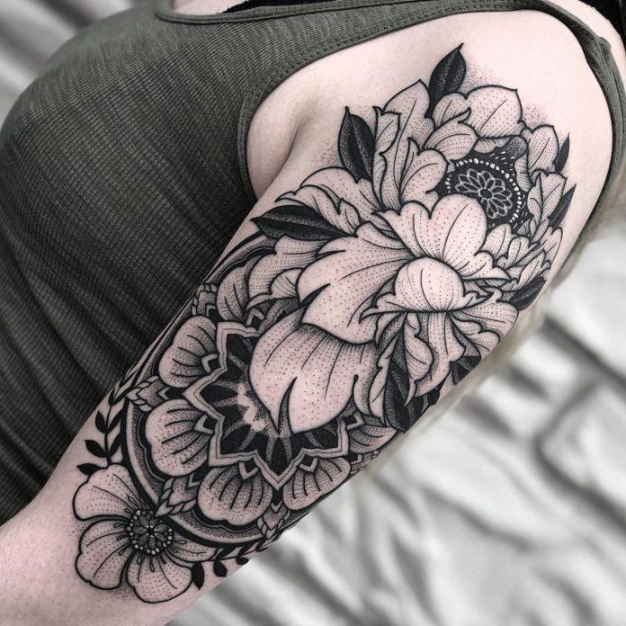 Tatouage de croquis de fleurs