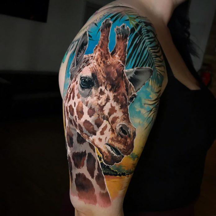 Tatouage en grande taille de tête de girafe