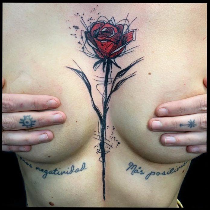 30 7 - 100 Tatouages Poitrine pour Femme