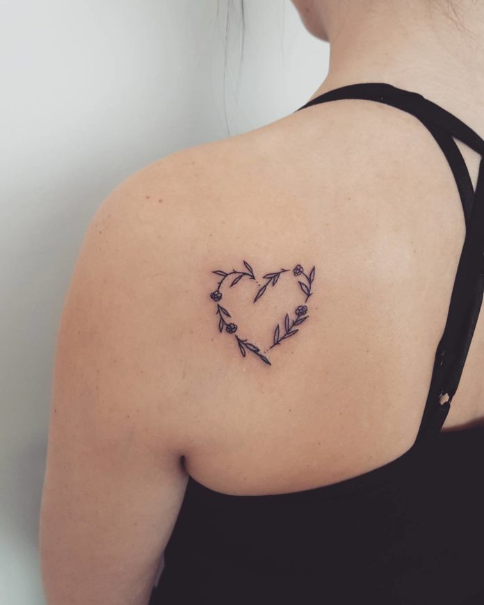 43 4 - 100 des plus beaux Tatouages Coeur pour Femme