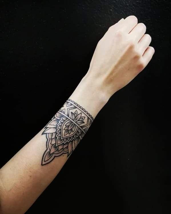 43 7 - 100 idées de Tatouages Bracelet pour Femme