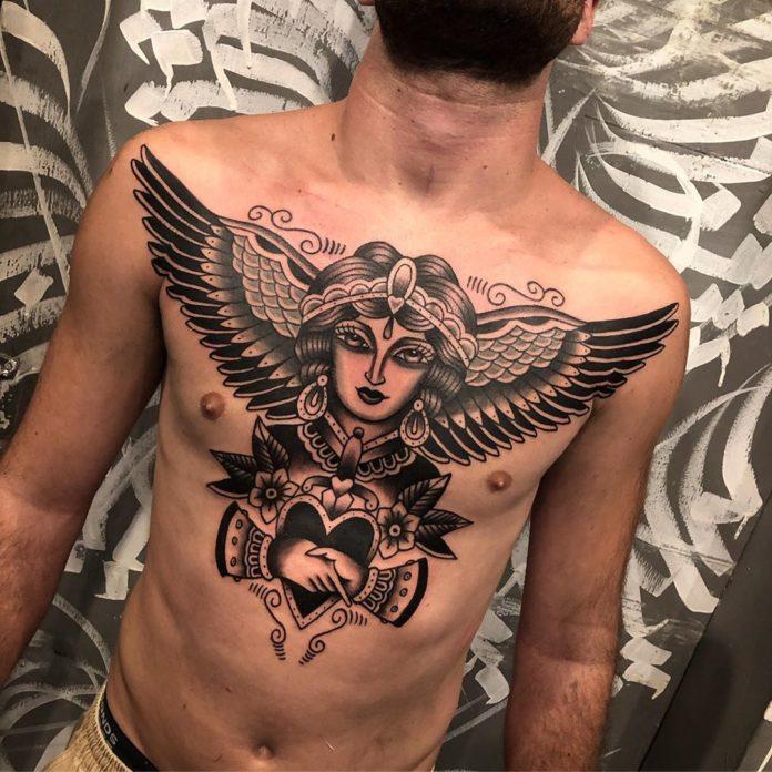 Tatouage d'une cheyenne avec des ailes