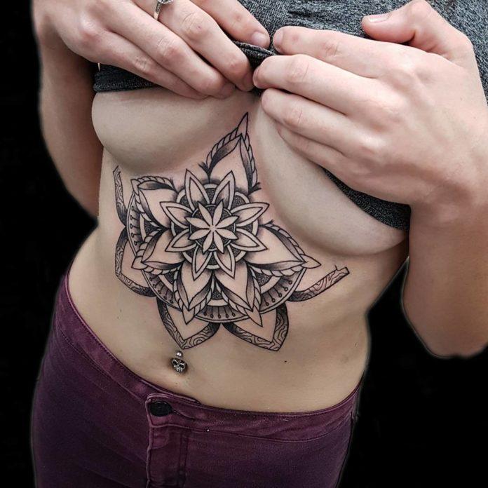Tattoo de mandala floral