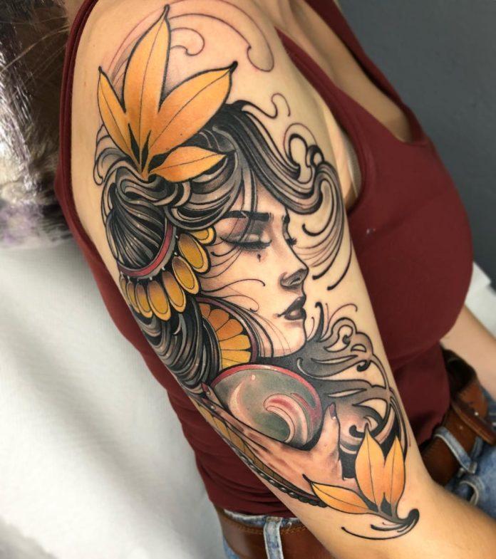 Tatouage en couleur d'une femme