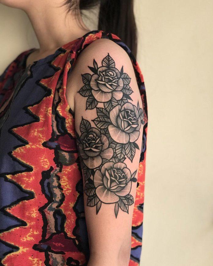 Tatouage de composition des fleurs