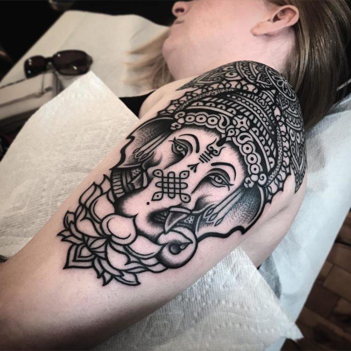 Tatouage minimaliste du dieu Ganesh
