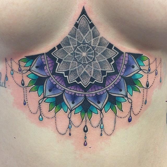 Tatouage en couleur de fleur ornementale