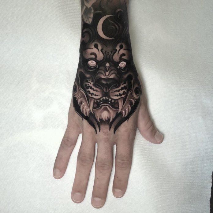 Tatouage de Lion sous clair de lune