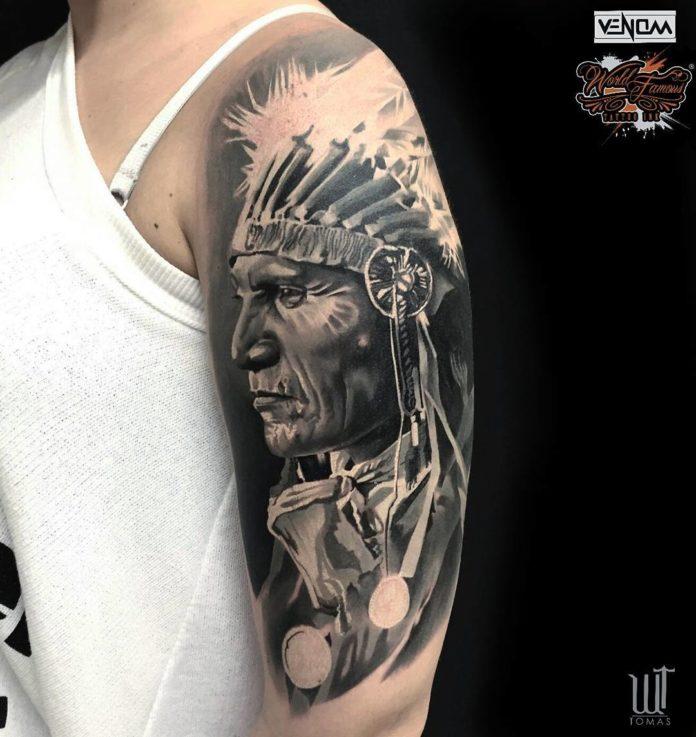 Tatouage de profil d'un amérindien