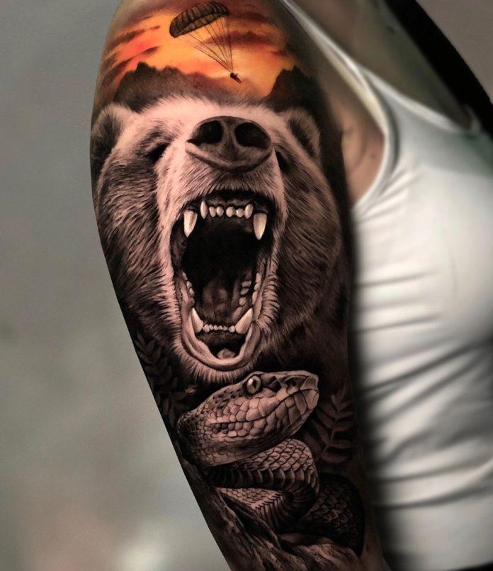 Puissant tatouage d'un ours + Serpent