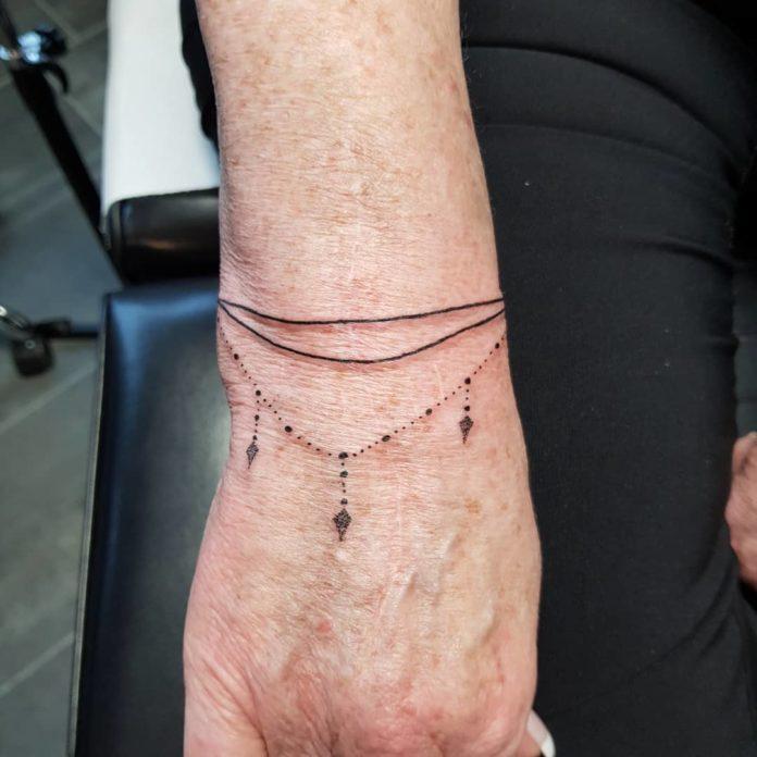 71 8 - 100 idées de Tatouages Bracelet pour Femme