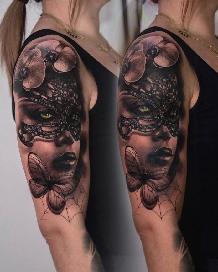 Tatouage de visage de femme masqué + Papillon et fleurs