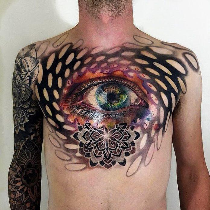 Tatouage artistique en couleur d'un gros œil