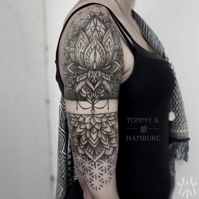 Tatouage de fleur mandala