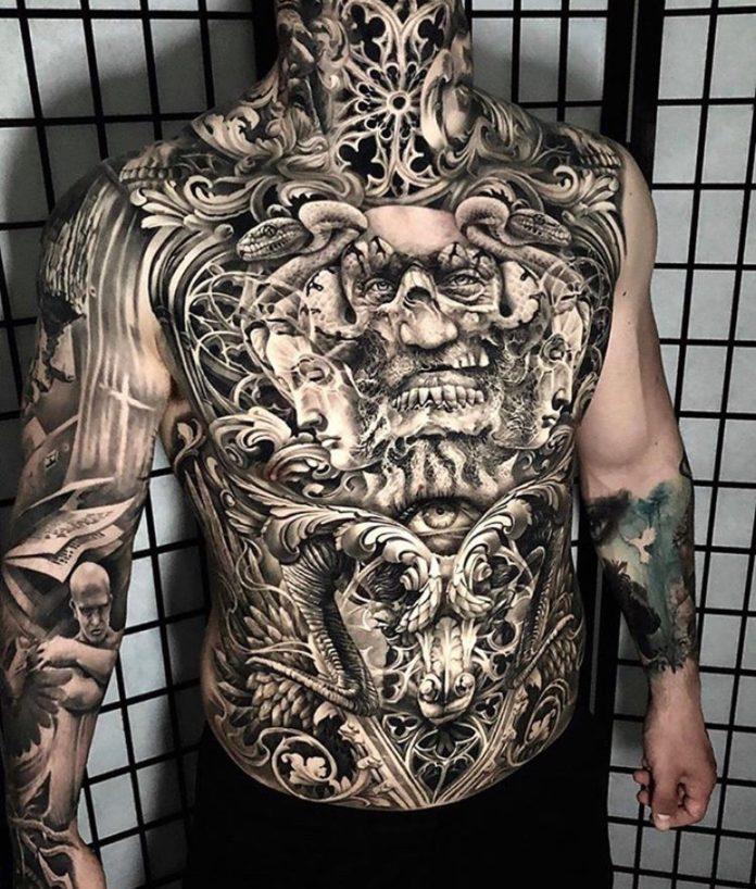 Composition de tatouage ornemental + visages d'homme et femmes + serpents