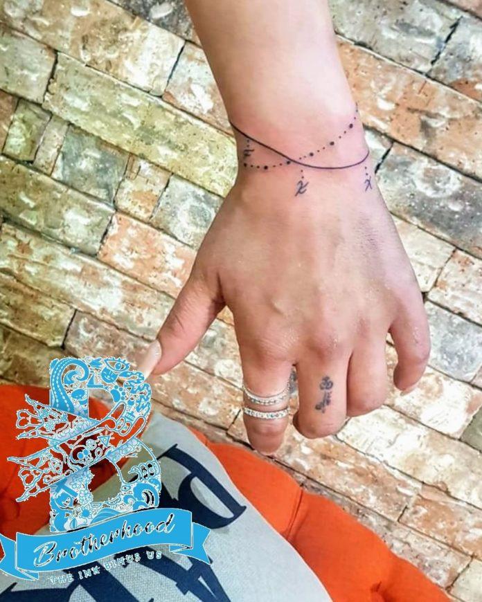 87 7 - 100 idées de Tatouages Bracelet pour Femme