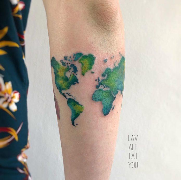 1 12 - 40 Tatouages Carte du Monde