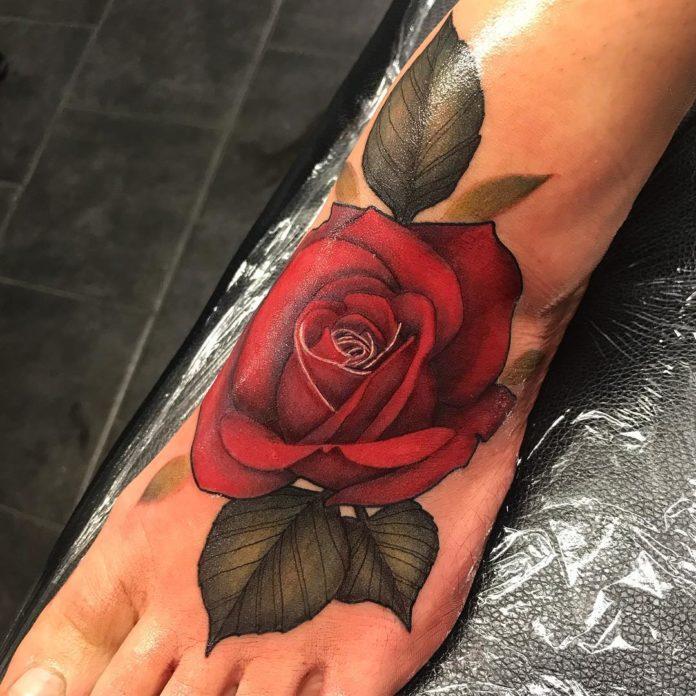 24 10 - 40 Tatouages Pied pour Femme