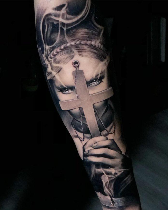 27 11 - 40 Tatouages Croix pour Homme