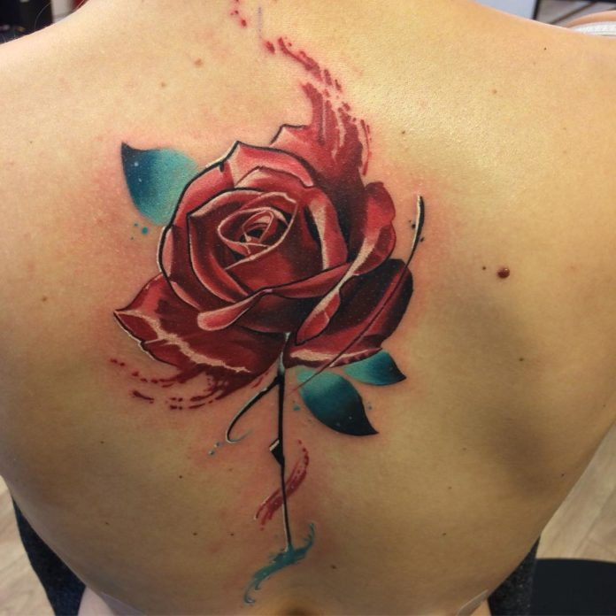 28 - 100 Tatouages Rose pour Femme