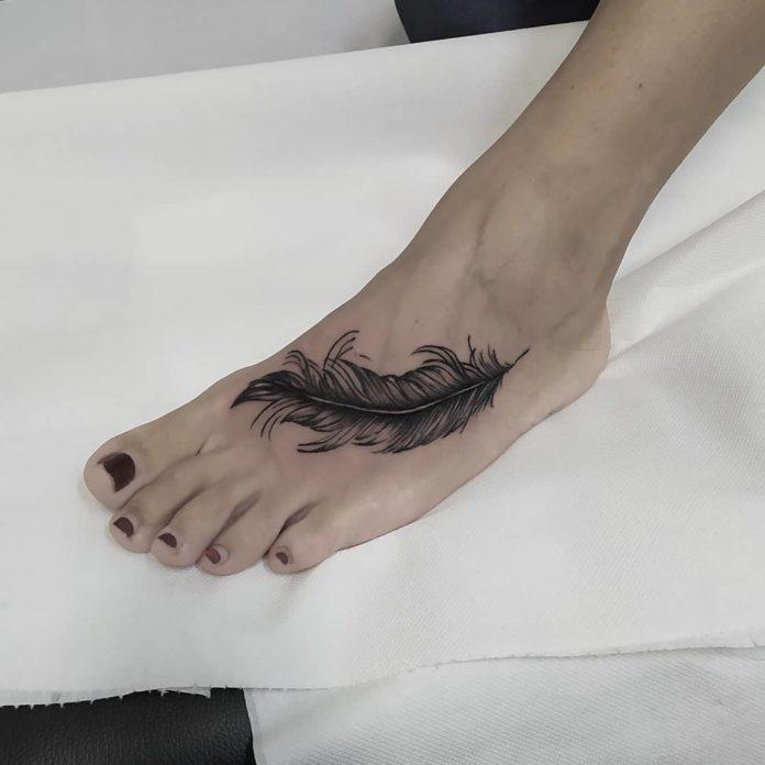 31 12 - 40 Tatouages Plume pour Femme