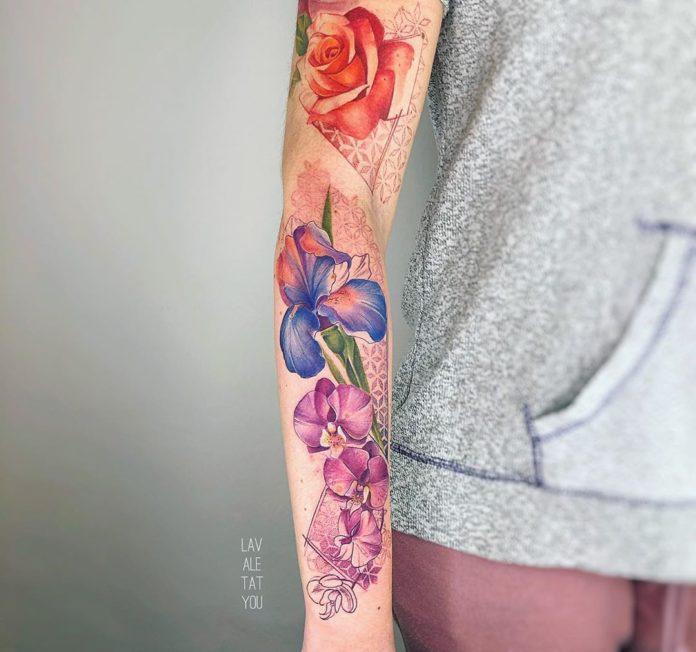 33 1 - 100 Tatouages Rose pour Femme