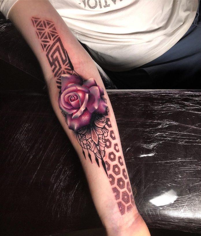 34 11 - 100 Tatouages Rose pour Femme