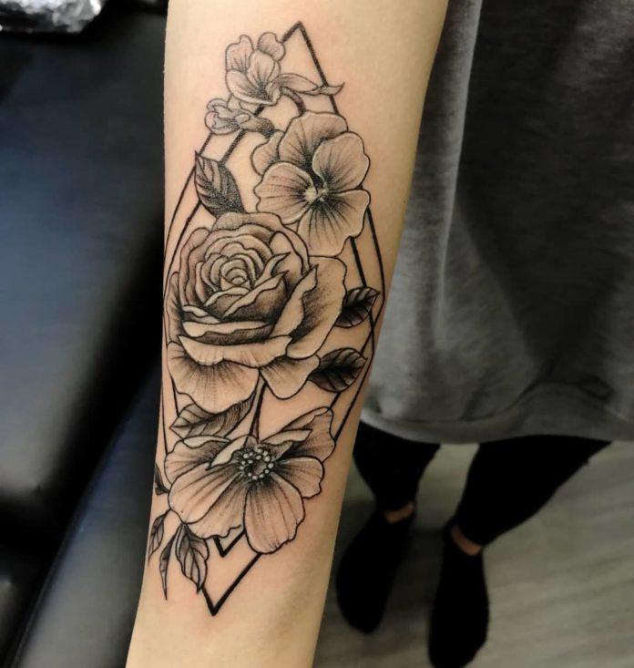 38 - 100 Tatouages Rose pour Femme