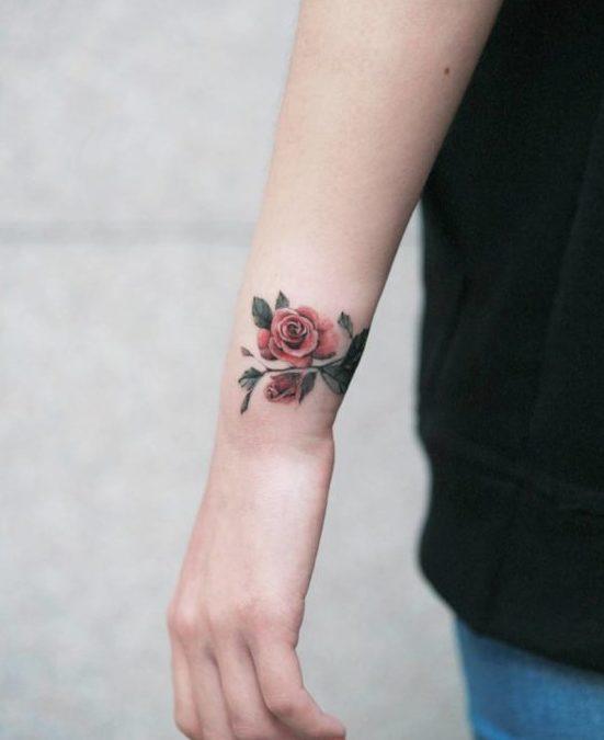 51 1 e1579492873875 - 100 Tatouages Rose pour Femme