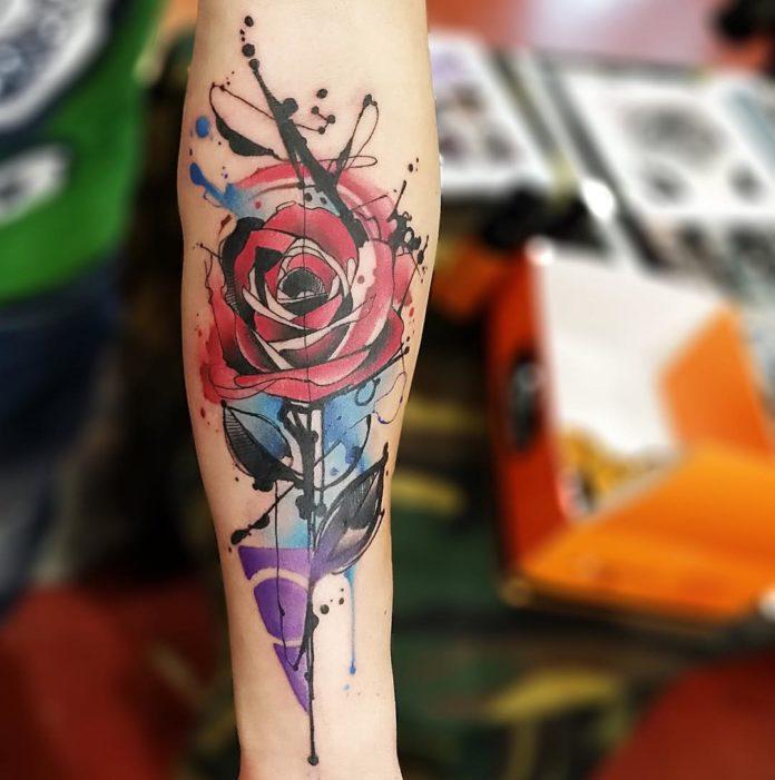 73 - 100 Tatouages Rose pour Femme